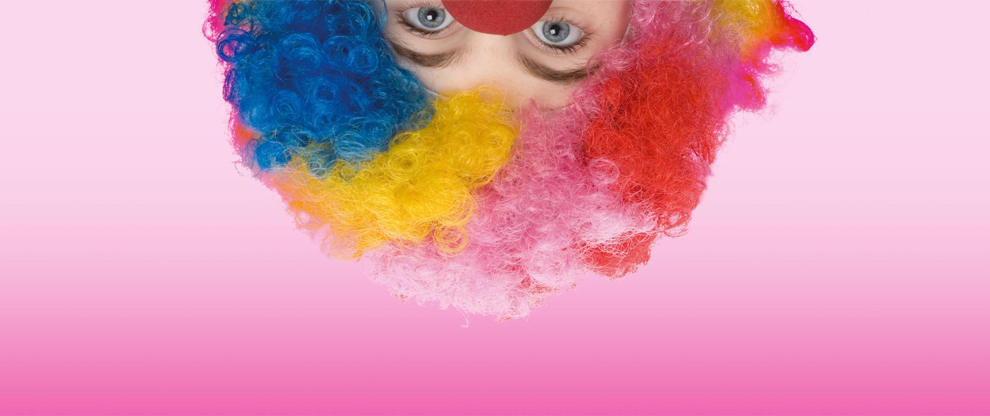 Karneval Clown steht Kopp