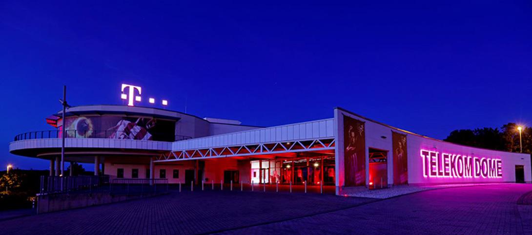 Die Location: Telekom Dome bei Nacht